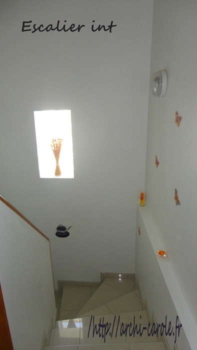 Escalier: Couloir et hall d'entrée de style  par Architecte Egrefeuille Carole