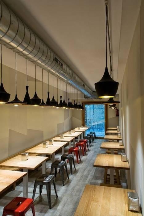 Espacio del comedor de planta baja Gastronomía de estilo moderno de agm arquitectos s.l.p. Moderno