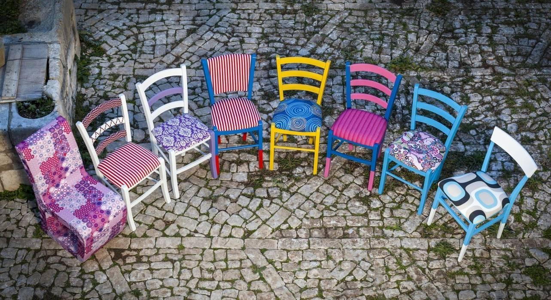 Le sedie della tradizione diventano oggetti di design Case eclettiche di Plinca Home Eclettico