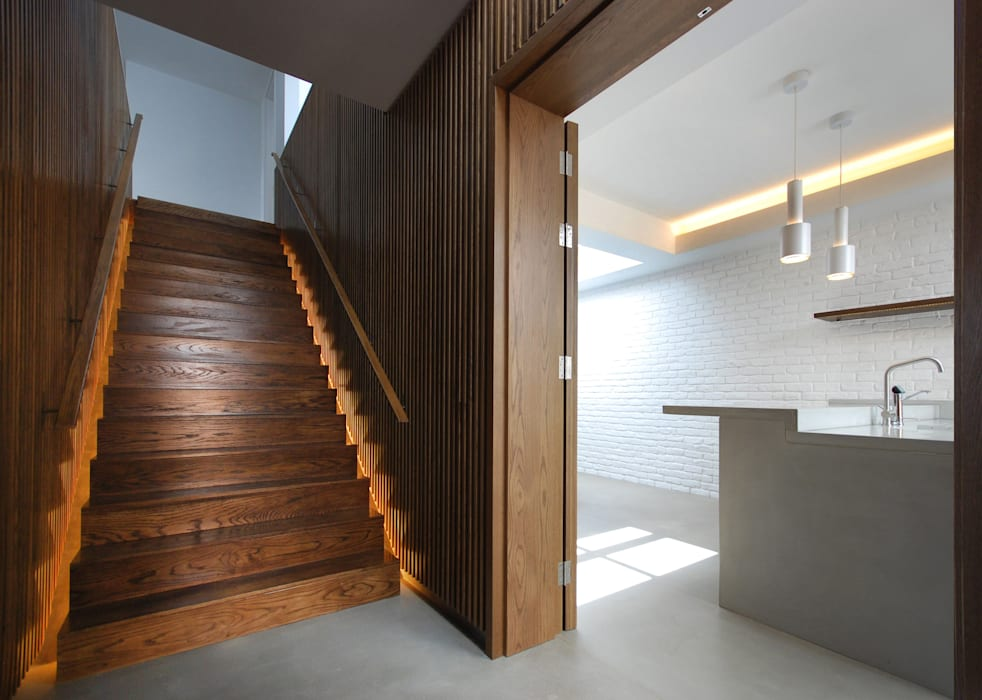 The Gables Modern Corridor, Hallway and Staircase by Patalab Architecture Modern