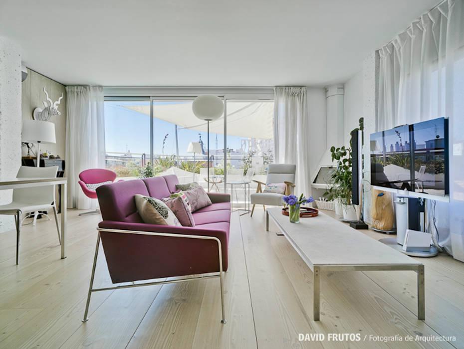 CASA LL Salones de estilo escandinavo de Manuel Ocaña Architecture and Thought Production Office Escandinavo