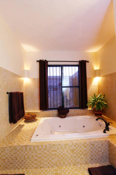 Baño en recámara principal: Baños de estilo  por Arturo Campos Arquitectos