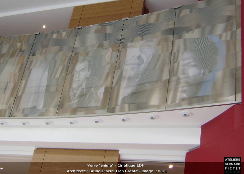 Hall du siège d'EDF Espaces de bureaux originaux par le verre appliqué à la décoration et à l'architecture Éclectique