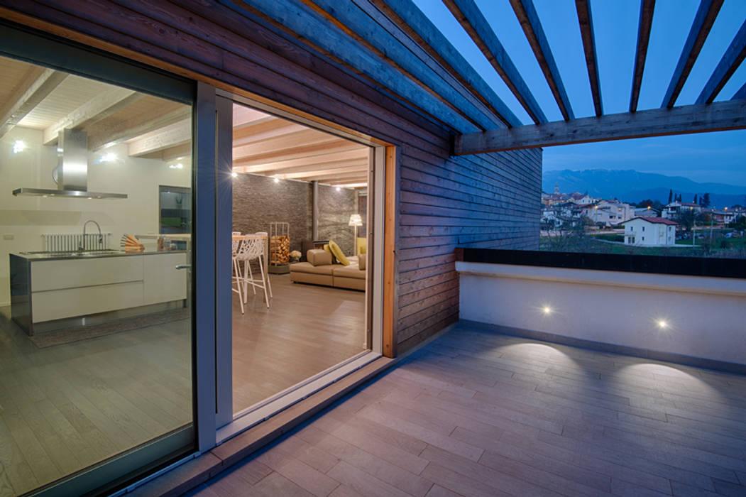 L Attinia E Il Paguro Una Casa Di Legno Sul Tetto Balcone