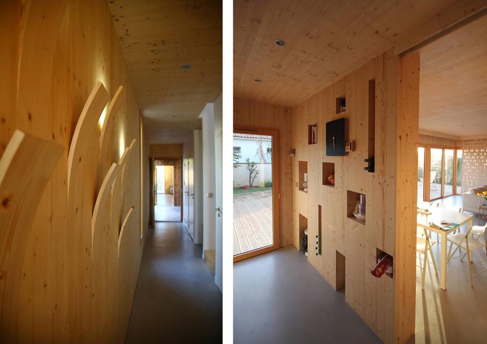 Ingresso, Corridoio & Scale in stile moderno di TICA Moderno