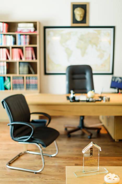 Kıbrıs Developments – Yönetici Odası:  tarz Ofis Alanları