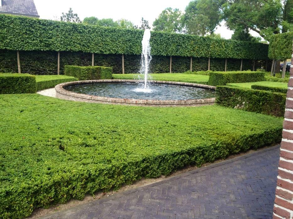 Landschappelijke tuin met fontein van ijsselsteentjes: tuin door