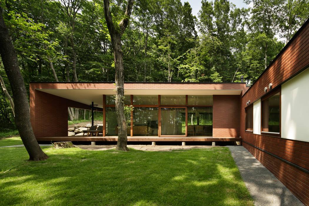 Rumah Modern Oleh atelier137 ARCHITECTURAL DESIGN OFFICE Modern Batu Bata