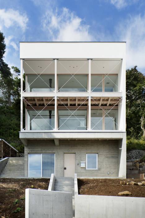 外観~熱海伊豆山Yさんの家 モダンな 家 の atelier137 ARCHITECTURAL DESIGN OFFICE モダン