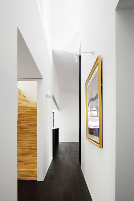 廊下~軽井沢Cさんの家 モダンスタイルの 玄関&廊下&階段 の atelier137 ARCHITECTURAL DESIGN OFFICE モダン