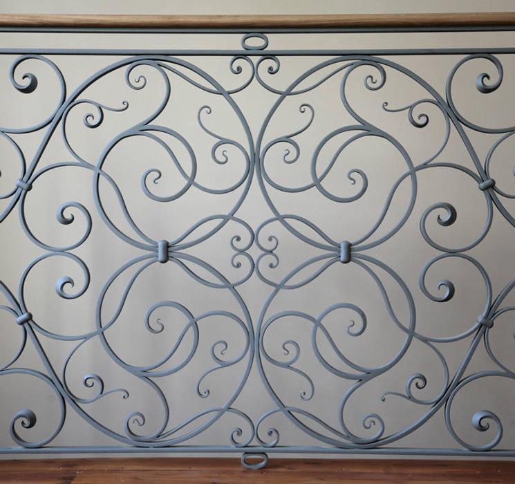 Balcones, porches y terrazas de estilo  por Ironart Ltd,