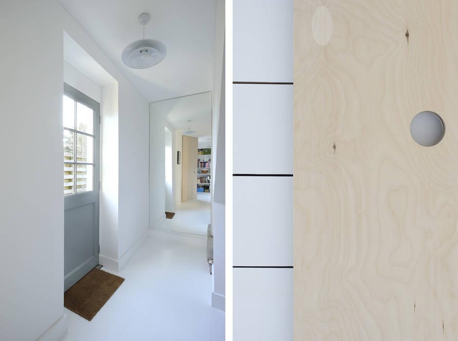 Heath Cottage Hallway Modern corridor, hallway & stairs by Brown + Brown Architects Modern