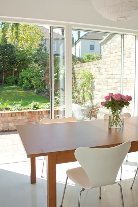 Dining table and sliding doors:  Dining room by Dittrich Hudson Vasetti Architects