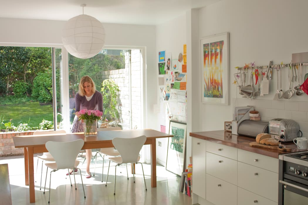 Dining table with sliding doors Modern dining room by Dittrich Hudson Vasetti Architects Modern