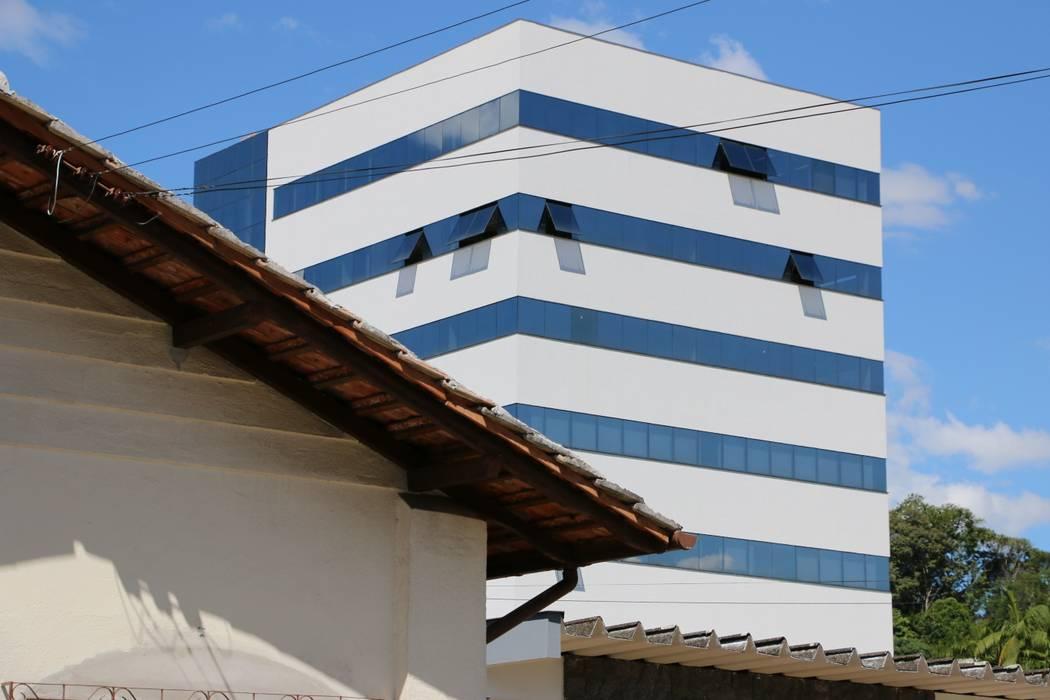 Minimalistische Häuser von ZAAV Arquitetura Minimalistisch
