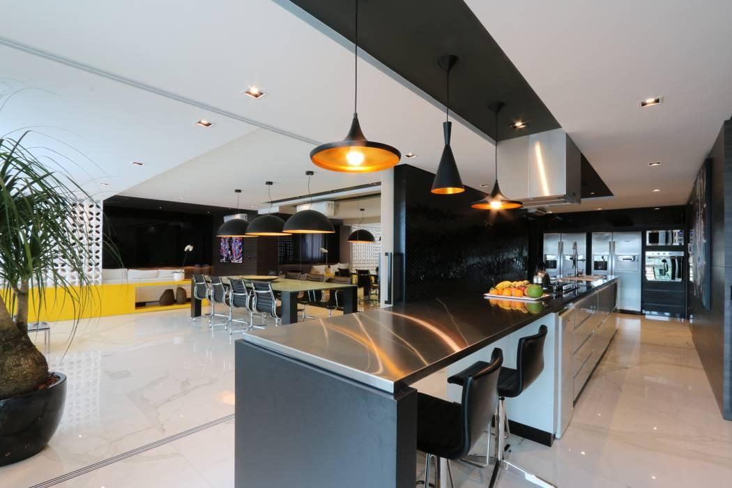 ZAAV-Apartamento-Interiores-1322: Cozinhas  por ZAAV Arquitetura