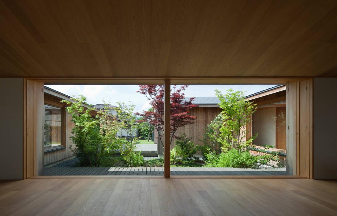 居間・食堂 モダンな庭 の class モダン