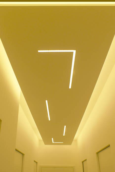 Corridoio_1: Ingresso & Corridoio in stile  di Arch. Tommaso Rossi