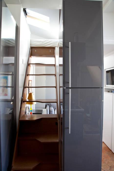 escalier Couloir, entrée, escaliers modernes par homify Moderne