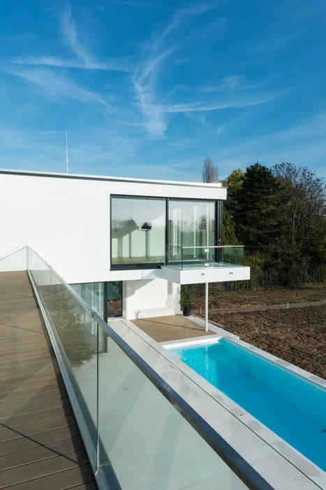 Balkon als Sprungbrett Moderne Häuser von SOHOarchitekten Modern