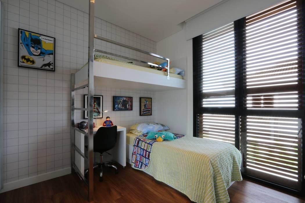 Nursery/kid's room by ZAAV Arquitetura, Minimalist