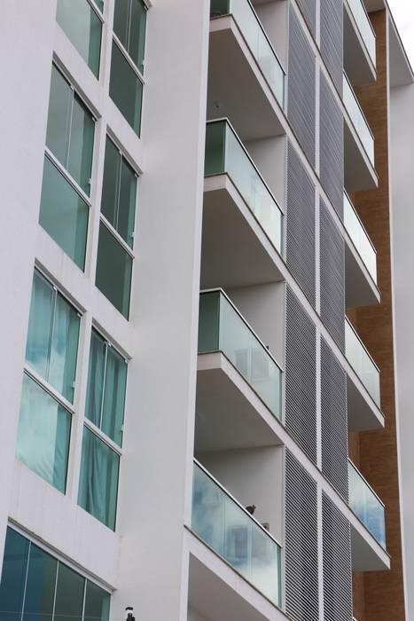 Fenêtres & Portes minimalistes par ZAAV Arquitetura Minimaliste
