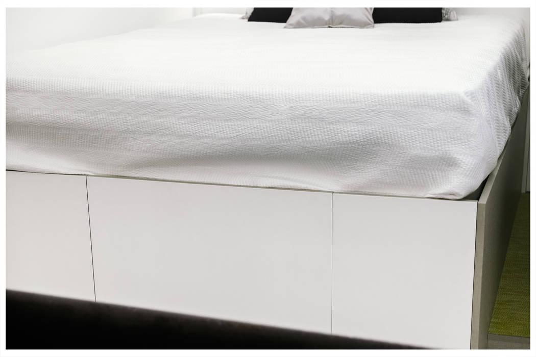 vestidor: Dormitorios de estilo industrial de MILL-HOUSE