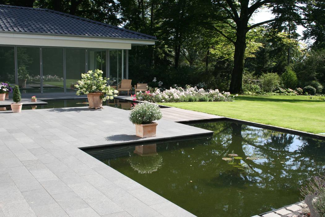 Terrasse aus basalt mit wasserbecken: garten von ...