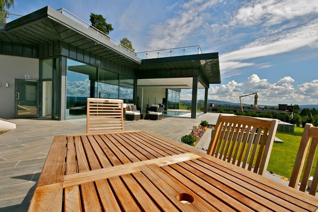 Pool House at a Private Villa in Oslo, Norway:  Houses by Descender Fronts by Kollegger,