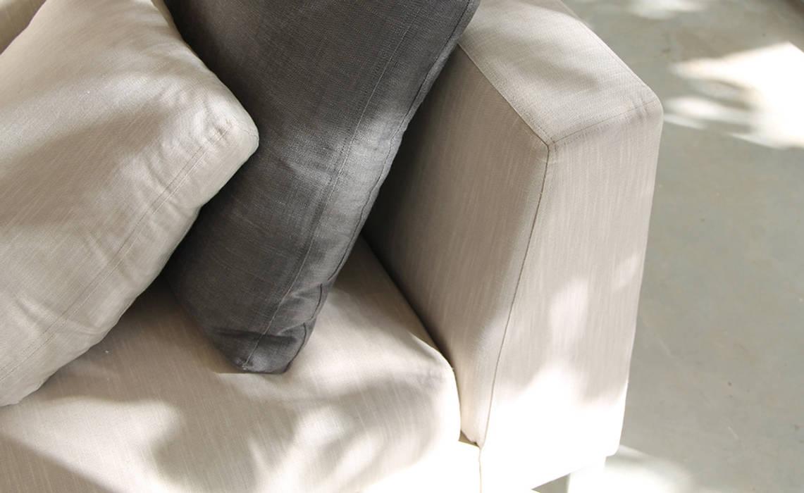 *canapé sur mesure: Salon de style  par 180°