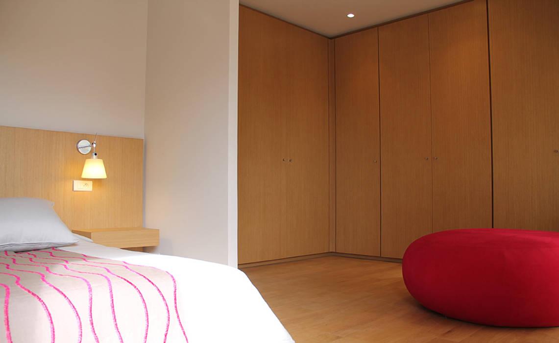 *master room Dressing minimaliste par 180° Minimaliste
