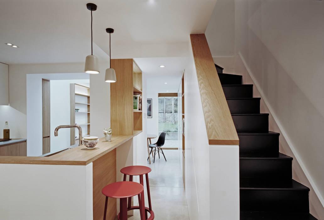 Breakfast Bar Modern Kitchen by ABN7 Architects Modern