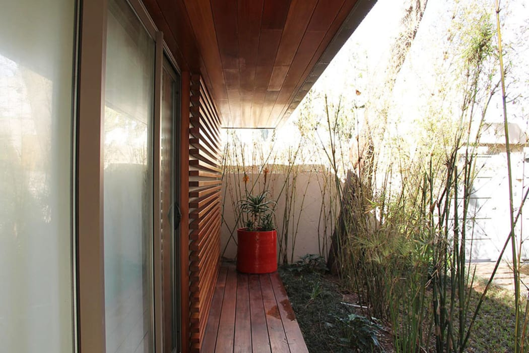 *coursive bois Balcon, Veranda & Terrasse modernes par 180° Moderne
