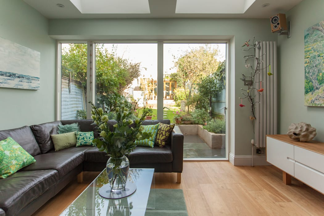 Double storey extension for artist in Bishopston, Bristol:  Living room by Dittrich Hudson Vasetti Architects,
