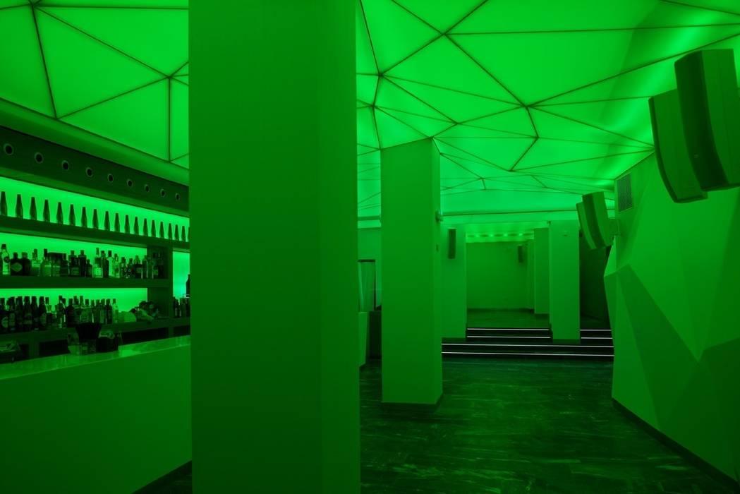 Pub retroiluminado MUDEYBA S.L. Bares y clubs de estilo moderno Madera Verde