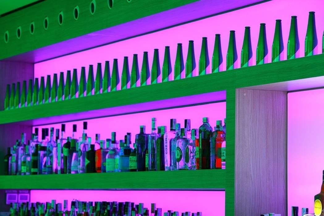 Contrabarra de roble: Bares y Clubs de estilo  de MUDEYBA S.L.
