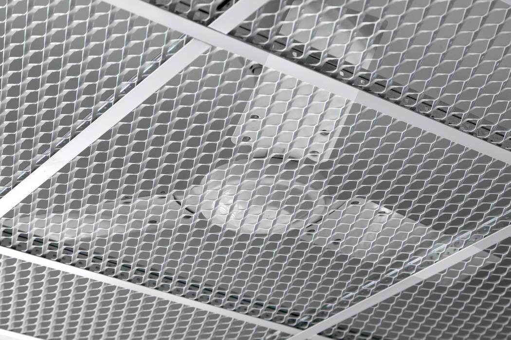 Détail d'un ventilateur: Ecoles de style  par  Hellin Sebbag architectes associés