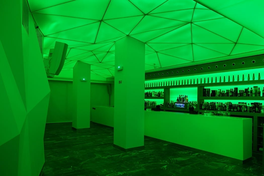 Barra de bar Bares y clubs de estilo moderno de MUDEYBA S.L. Moderno Madera Acabado en madera