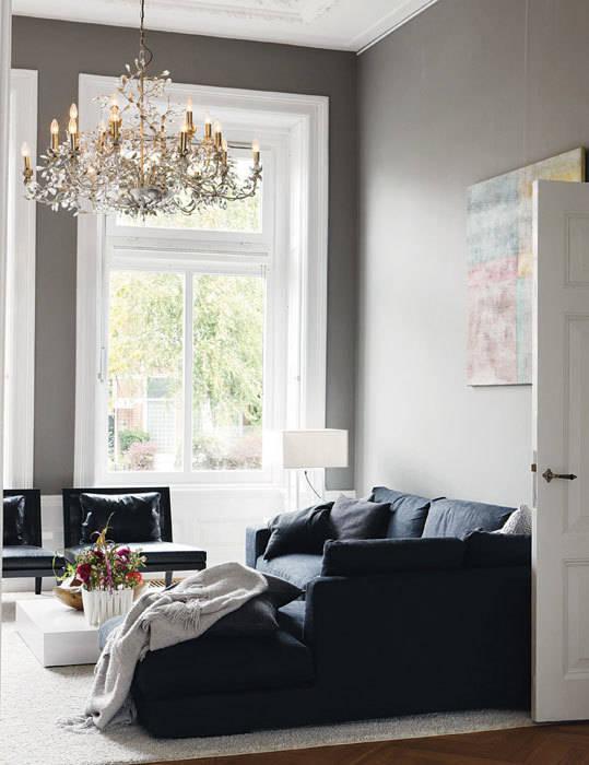 italiaans design gecombineerd met klassieke elementen Moderne woonkamers van choc studio interieur Modern