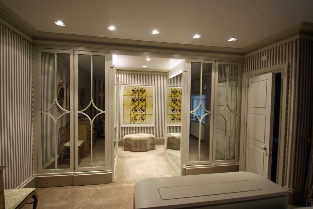 Dressing room with medium antique mirror Modern dressing room by Mirrorworks, The Antique Mirror Glass Company Modern