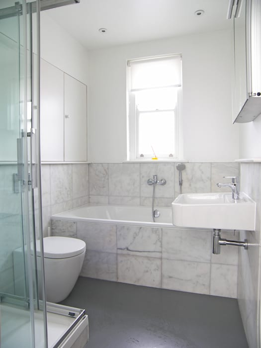 House for a mathematician in Bristol:  Bathroom by Dittrich Hudson Vasetti Architects,