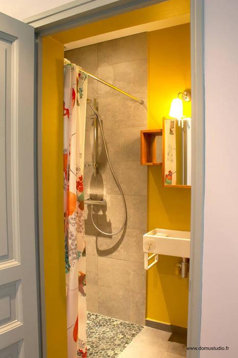 Maison de village - salle d'eau: Salle de bains de style  par Koloré