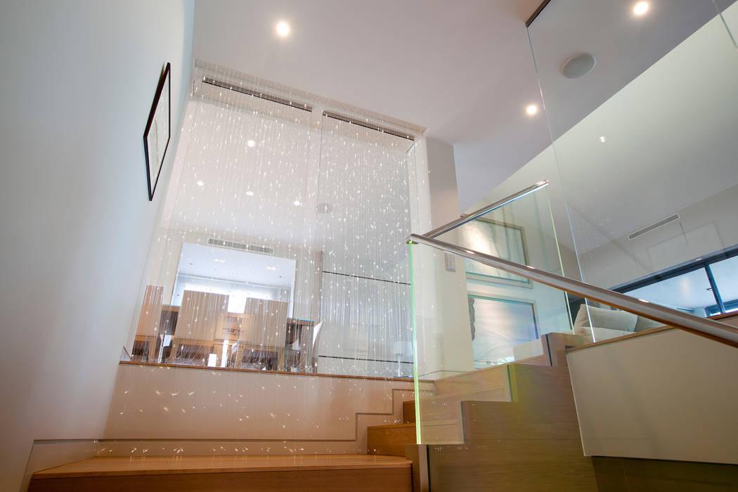 Palier d'escalier: Couloir et hall d'entrée de style  par Atelier TO-AU