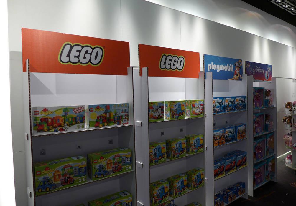 Mobiliario de cartón para Fnac Kids: Centros comerciales de estilo  de Trama