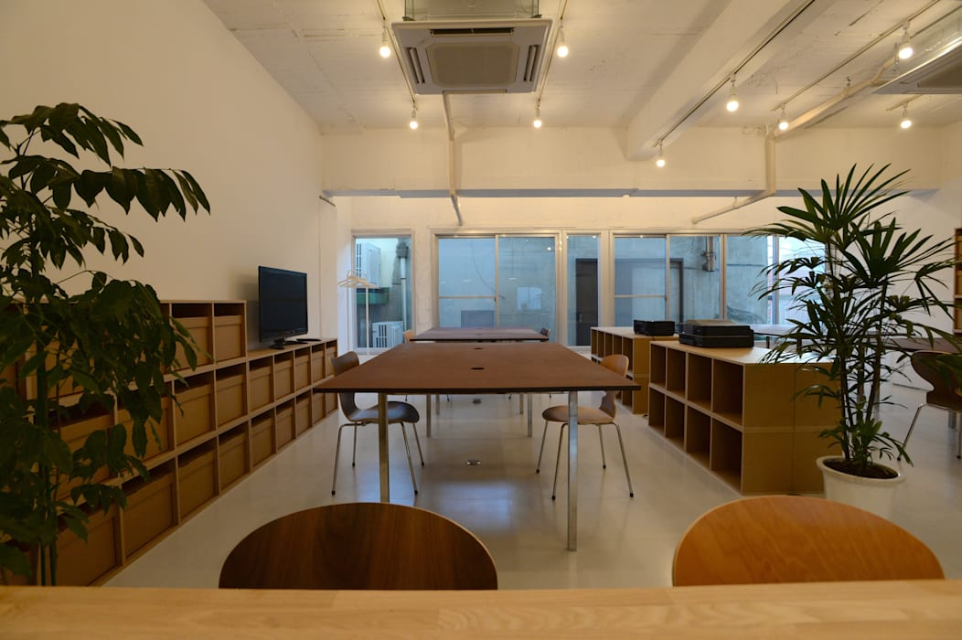 Estudios y despachos de estilo moderno de SHUSAKU MATSUDA & ASSOCIATES, ARCHITECTS