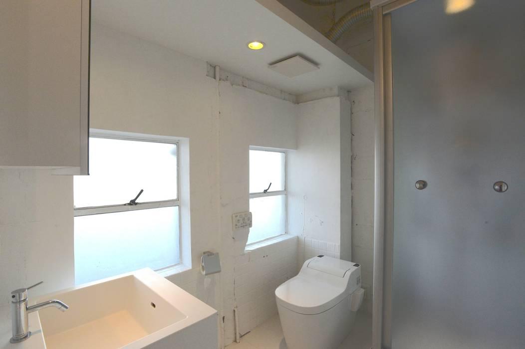 Baños de estilo  por SHUSAKU MATSUDA & ASSOCIATES, ARCHITECTS