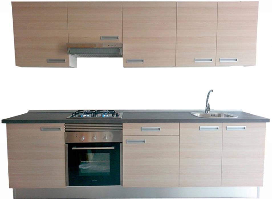 Cocina con puertas en laminado.: Cocinas de estilo  de MUDEYBA S.L.