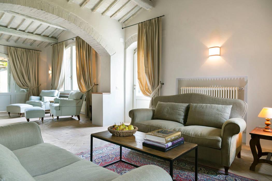 Rustikale Wohnzimmer von Arlene Gibbs Décor Rustikal