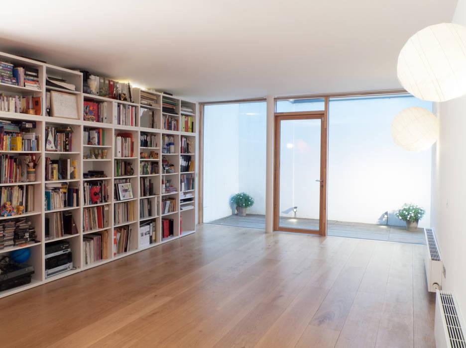 Hover House Modern Living Room by Sophie Nguyen Architects Ltd Modern