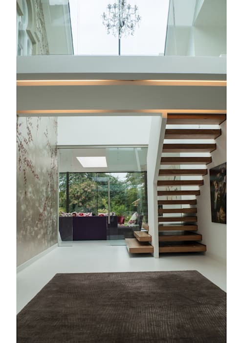 Glass House Modern corridor, hallway & stairs by Sophie Nguyen Architects Ltd Modern